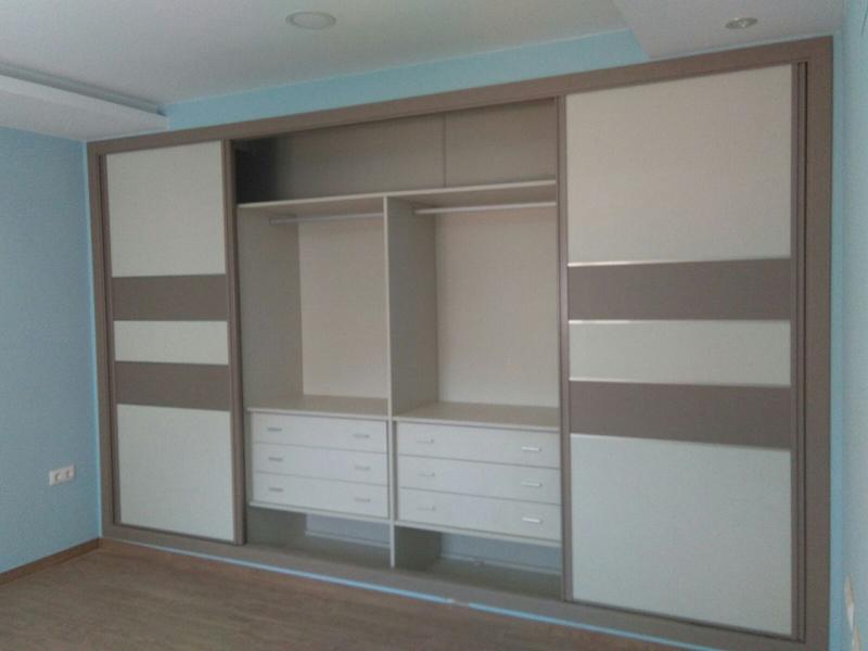 Puertas correderas algunos armarios y sus interiores armarios del sur fabricantes de - Puerta corredera interior ...